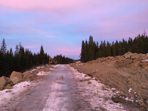 Fylkesveg 247 utvides til 6,5 meter bredde. Anleggsarbeidet skal være ferdig neste høst.