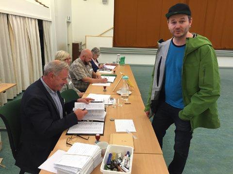 Knut Anders Sørum rakk så vidt stemmelokalene før de stengte.