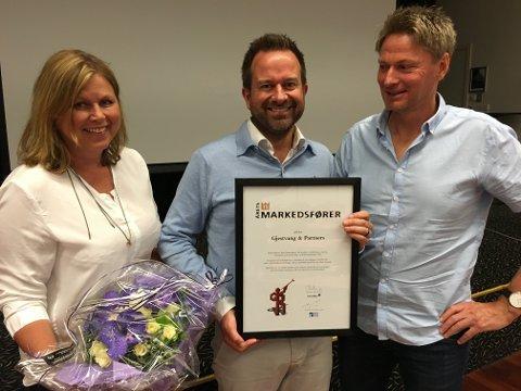 FIKK PRIS: Runi Bjerke, Hans Christian Gjestvang og Jøran Martinsen i Gjestvang & Partners er kåret til Årets Markedsfører for 2015.