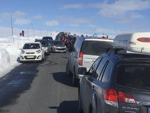 VALDRESFLYA FREDAG:  Komplett trafikkaos.FOTO: INGVAR SKATTEBU