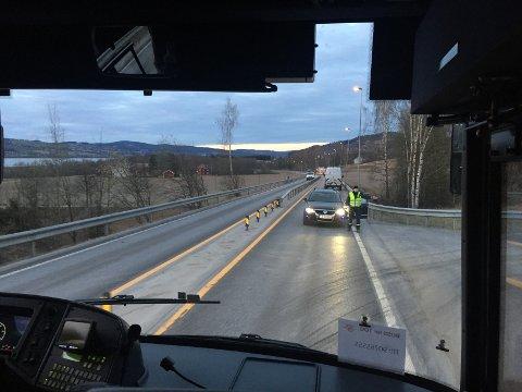 PÅ E6: Avdøde gikk langs europaveien ved Biri. Leserfoto: Kjetil Sviland