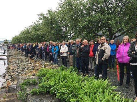 Folk hadde møtte fram i god tid for å være med på aktiviteter og hilse kongeparet velkommet på Gjøvik.