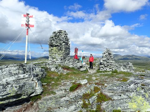 FJELLTUR: De fleste stolpene er plassert i urbane strøk. På Venabygdsfjellet derimot, byr ruta på bratte stier og høye topper.   FOTO: Olav Engen /