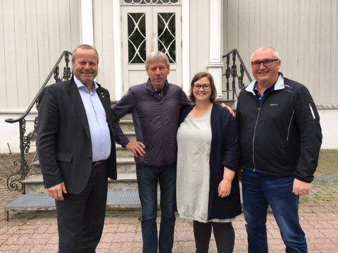 FORNØYDE: fV. Ivar Odnes (fylkesvaraordfører), Torfinn Overn (rektor), Anne-Marte Kolbjørnshus (komitéleder) og Åge Flægstad (avdelingsleder). FOTO: TILSEND