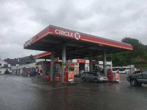 MÅTTE STENGE: Circle K i Hov måtte stenge dørene en periode under strømbruddet tirsdag.