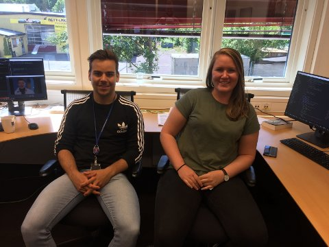 EN AV FÅ: Ingrid Fjordheim Onstein var en av de få som fikk sommerjobb på Kongsberg Space and Surveillance som teknologiagent, her med student kollega Erlend Basso.