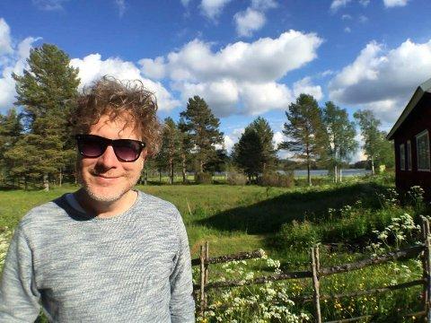 FLERE BEIN: Gustav Nilsen har ved siden av et liv som artist også inntekter fra aksjer og boligutleie.