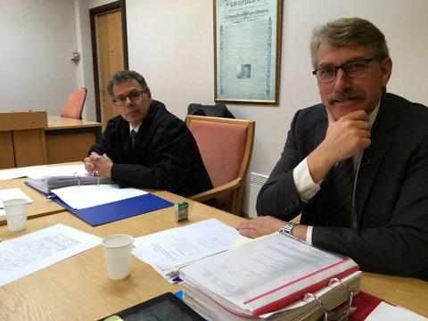 Ordfører Kåre Halland avviste i retten at det var han som bad Håkon Rydland søke rådmannsstllingen i Sør-Aurdal.