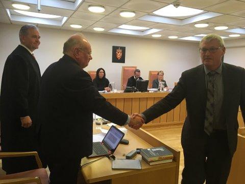 Full støtte: Den oppsagte rådmannen Håkon Rydland har full støtte fra sine tidligere kollegaer i Valdres, her ved Øystre Slidres Øivind Langseth som vitnet i retten onsdag. Foto: Ingvar Skattebu