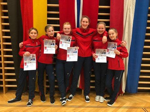 Vardaljentene i Salzburg. Fra venstre Hermine Bjørkevoll, Birgitte Seim Thorstensen, Tiril Slåtsveen, Sanna Seldenrijk, Mina Denise Aal Sundbye og Kristine Viberg.