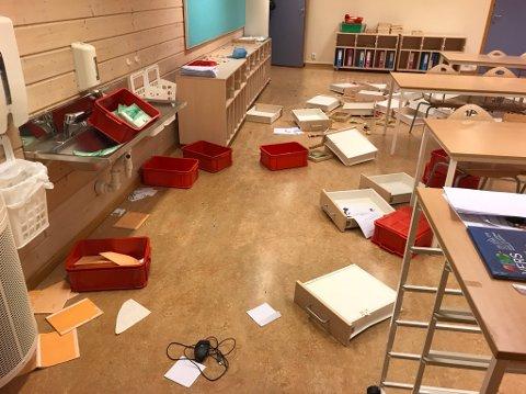HÆRVERK: Etter flere tilfeller med hærverk, her på Skrinnhagen skole høsten 2018, vil Gjøvik kommune prøve ut kameraovervåking på Biri ungdomsskole. ARKIVBILDE