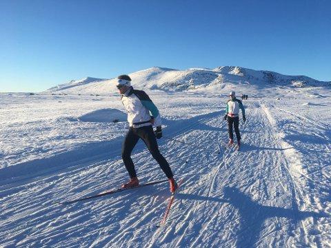 POPULÆRT: Skiløping på Valdresflye i november er nesten like populært som i påsken. Foto: Ingvar Skattebu
