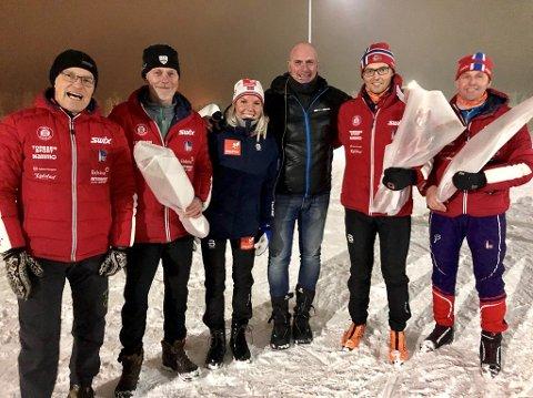 Marte Mæhlum Johansen, som fikk æren av å åpne kunstsnøanlegget i karidalen, omkranset av ildsjeler i skilaget, fra venstre Kjartan Tosterud, Magnus Aas, Stig Almsbakken, Hans Jørgen Lundby og Rune Sagvold.