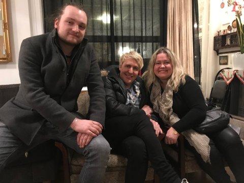 PÅ JULETUR: Før jul fartet Anita Hegerland rundt omkring og spilte julekonserter med blant annet sangeren Lars Hansen og gitaristen Espen Rogne (t.h.).