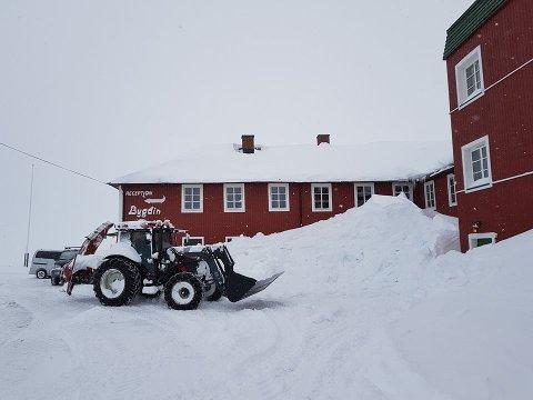 Vegen er nå åpen fram til Bygdin Fjellhotell, som åpnes med nye eiere førstkommende torsdag. Foto: Bygdin Fjellhotell
