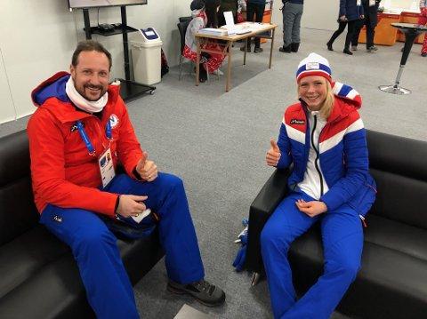 Gullmedaljevinner Maren Lundby møtte kronprins Haakon backstage før medaljeseremonien i Pyeongchang tirsdag.