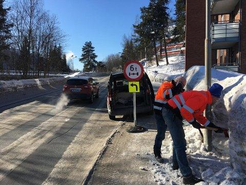 Stengt: Nyubrua er stengt for kjøretøy over 6 tonn mens tilstanden kartlegges.