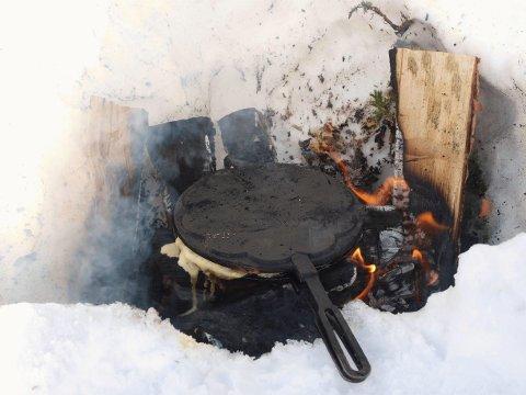VAFFELJERN: De gamle vaffeljernene kan brukes på bål i påskefjellet.