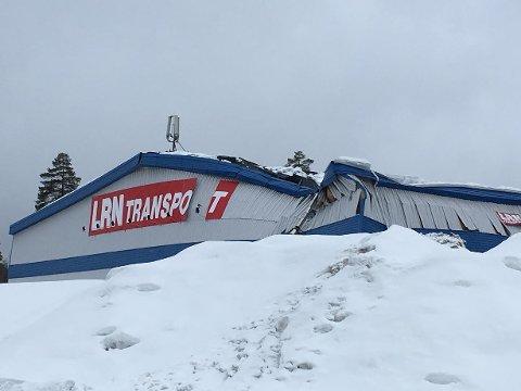 Kollapset: En lagerbygning kollapset på Raufoss mandag.