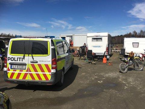 RYKKET FORT UT: Nødetatene var raskt på ulykkesstedet etter å fått inn meldingen om hendelsen ved Krabyskogen industriområde.