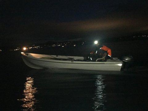 Fiske om natten krever at man har lys.