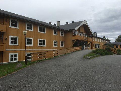 GOD STAND: Bygningsmassen på tidligere Tonsåsen Rehabilitering er ifølge mekler i god stand. Eiendommen på 107 mål legges snart ut for salg. Foto: Ingvar Skattebu