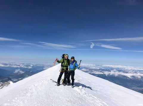 Lars Elton Myhre og Morten Erichsen på toppen av Mont Blanc.