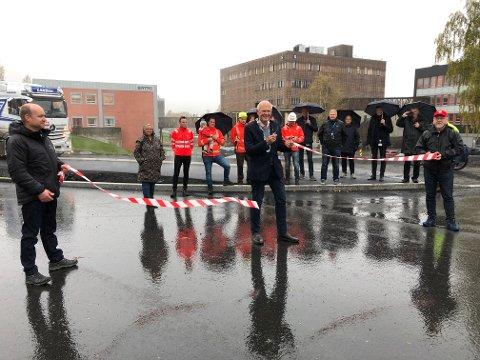 SISTE SNORKLIPP: Bjørn Iddberg foretok sin siste snorklipp da Berghusvegen ved NTNU ble åpnet onsdag.