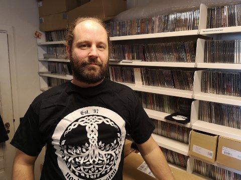 Pål har drevet distribusjon av rock og metall siden 1997 og selger mest på festivaler. Nå arrangerer han igjen sin egen: Nordic Fest.