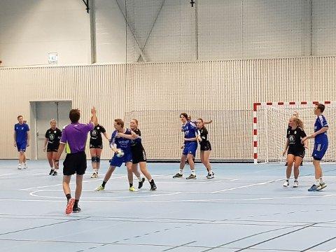 Etter 6-6 i fotballkampen, trakk HK Vestre det lengste strået da de vant håndballkampen med knappest mulig margin, 14-13.