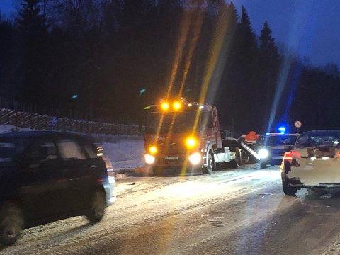 BERGING: En halvtime etter ulykken var bergingsbil på plass.