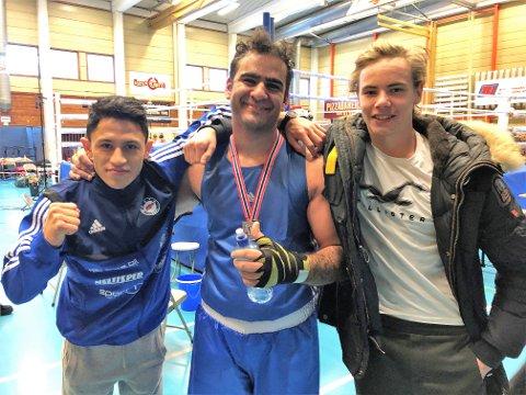 Både Sayed Kazemi (tv.) og David Synstelien (t.h) kunne gratulere Hussein Nawafly med NM-sølv på hjemmebane.