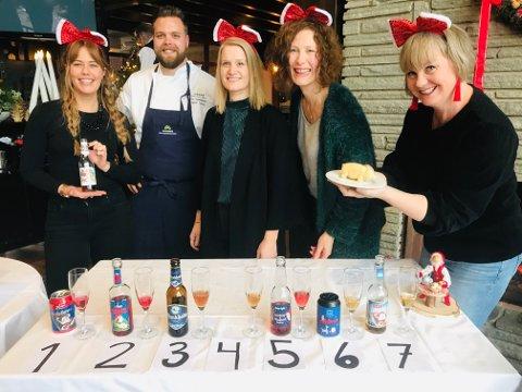 BRUSTEST: God stemning under julebrustesten på Honne. Fra venstre: Hege Øversveen, assisterende kjøkkensjef Espen Tømte, Astrid Ekern, Sissel Morken Gullord og Marianne Steinsrud.