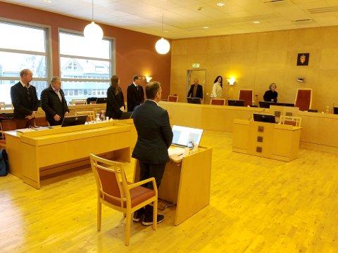 Her forklarer daglig leder Henry T. Ringvold seg i saken der ni tidligere ansatte i Kjell-Arne Schjørn AS har gått til rettssak mot påstått ulovlige oppsigelser.