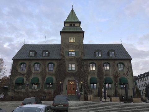 OJ, HVA DE HAR I LILLEHAMMER: Bygget som tidligere huset Norges Bank er blitt til en restaurant under det meget passende navnet Hvelvet.