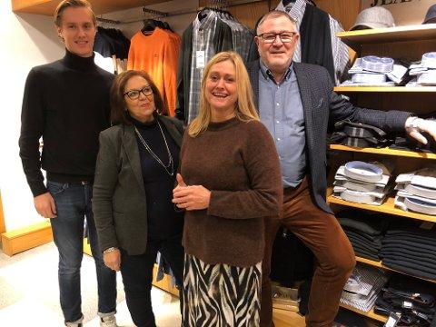 KLAR FOR JULEHANDEL: Hos Vic Backe i Storgata er julehandelen godt i gang. Fra venstre Sigurd Larsen Wøien, Eva Norberg, butikksjef Tine Ruud og Kai Torkehagen.