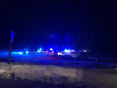 ULYKKE: To menn er kjørt til sykehus med ukjent skadeomfang etter kollisjonen på fv. 33 utenfor Gjøvik torsdag.