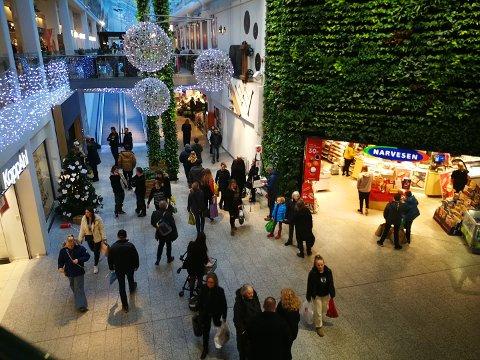 FULLT HUS: CC Gjøvik er kjempefornøyde med julehandelen. Disse handler i siste liten.
