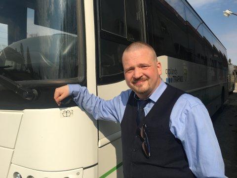 Kanskje har du møtt han på bussen? Eller i taxien? Hils på Trond Egil Aarflot. Han er bussjåfør for VY og kronikkforfatter i VG.