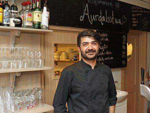 DYKTIG KOKK: Reber Abdularahman garanterer for god mat i Aurdalsstua.