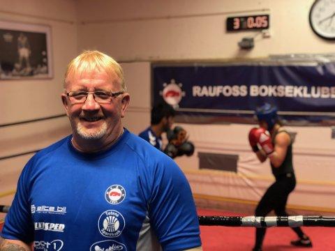 FORNØYD: Boksetrener Erik Dahlen er storfornøyd med ny hallsatsing, og et fremtidig nytt hjem for Raufoss Bokseklubb