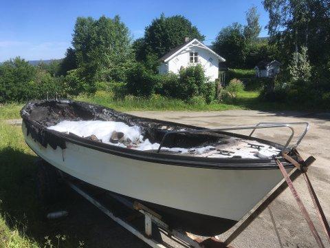 BRANT: Slik så båten ut etter brannen natt til fredag.