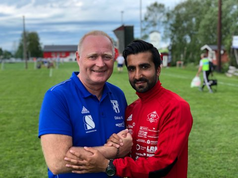 Kurt Andersen og Umar Malik har trent lag sammen tidligere, i dag sto de på hver sin banehalvdel. Begge kjente på den spesielle kampen.
