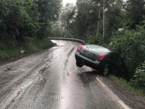 Føreren var ikke å finne i bilen da politiet ankom ulykkesstedet.