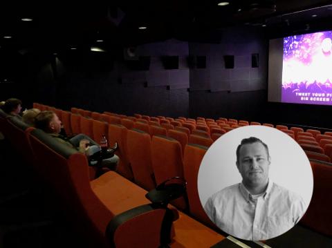 Kinosjef Alf Helge Dyste Iversbakken forventet flere fremmøtte lørdag kveld, men ønsker å gjøre flere live eventer i tiden fremover.
