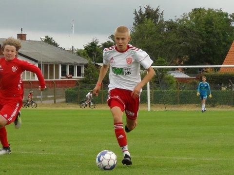 Tobias Hansen i aksjon for FK Toten G16 mot Trosvik IL.