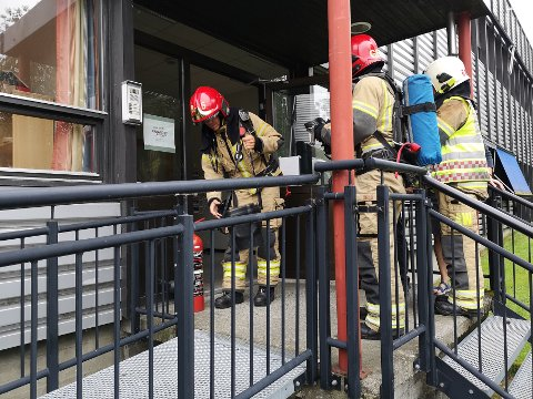UTRYKNING: Brannvesenet kom til Oppland Arbeiderblad om lag ti minutter etter at brannalarmen varslet om brann mandag morgen.