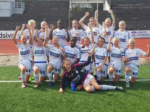 Fornøyde jenter etter seieren