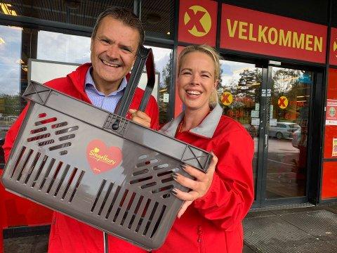 FINN KJÆRLIGHETEN: – I Extra tar vi kjærligheten på alvor. Vi ønsker at de som leter skal finne kjærligheten – gjerne i en av våre snart 500 butikker, sier kjededirektør Christian Hoel og Benedicte Haug Poulsen i Extra.