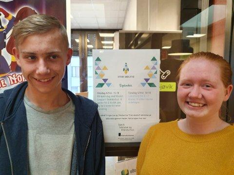 ELEVER SOM SELV SKAL LÆRE BORT: Christian Prestgård Pettersen (16) og Inger-Lise Halmstad Andersen (16) er ansatt for å arrangere lærerike aktiviteter i prosjektet «Etter skoletid» på Gjøvik bibliotek.